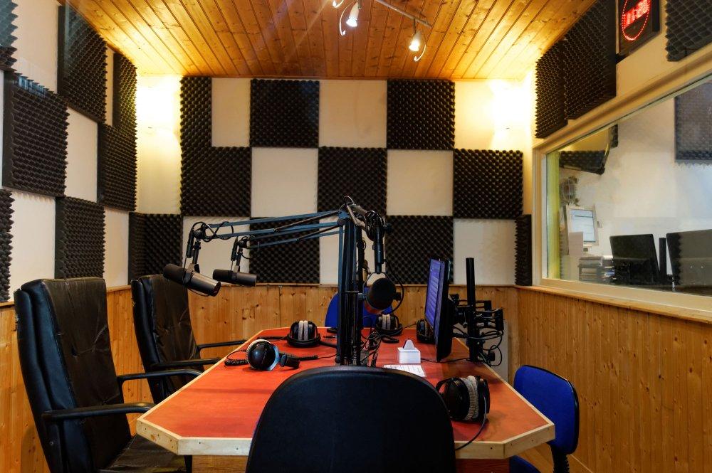 Neptune FM studio radio