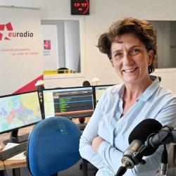 Portrait de Larence Aubron directrice d'euradio dans les studios
